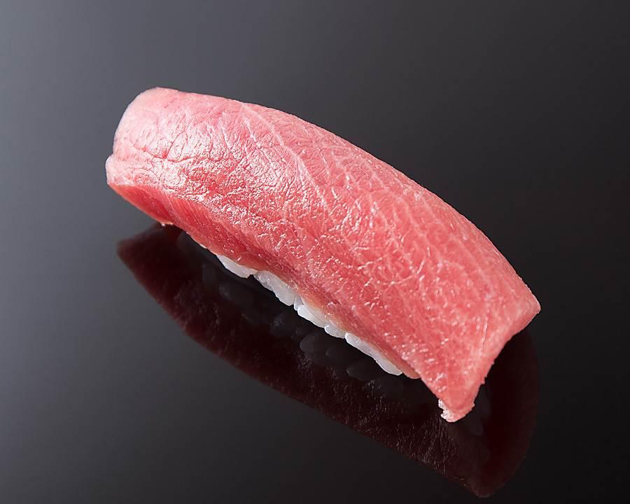 東京米其林_青空_厚薄比例恰到好處的江戶前壽司。(圖取自KKday官網)