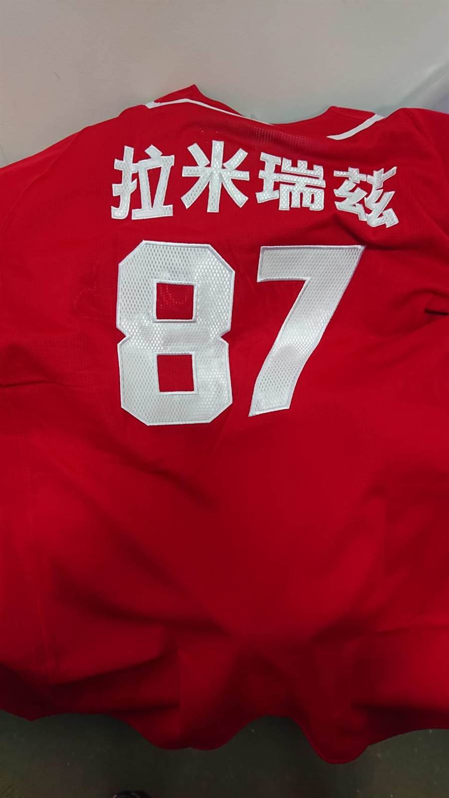 客座教練拉米瑞茲背號為87號,並非徐總的85號。(味全龍提供/鄧心瑜傳真)