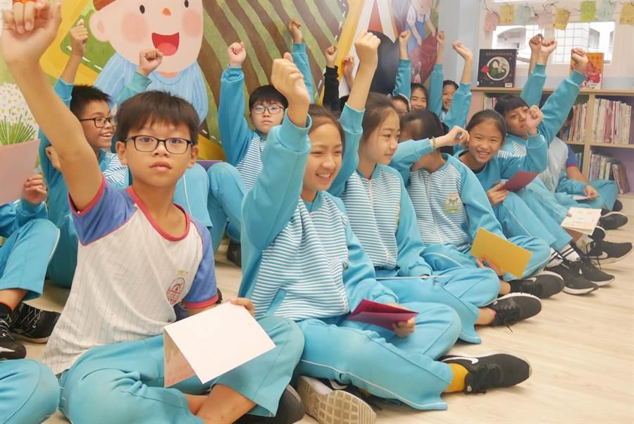 三芝國小學生非常期待新的圖書館。(新北市教育局提供/吳亮賢新北傳真)