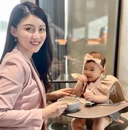人氣營養師高敏敏險被屎炸  七個月大女兒敲桌命令餵食