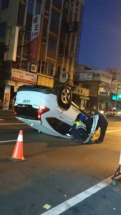 超車撞前車翻覆 車主竟棄車肇逃