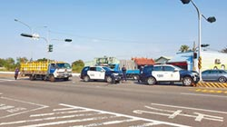赴賴輔選勤務 南市警遭貨車追撞5傷