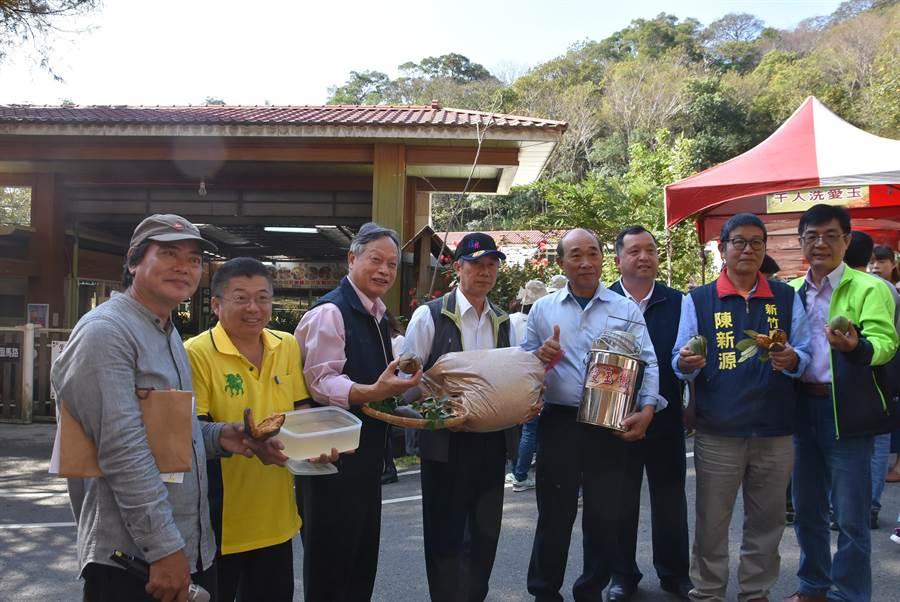 新竹縣新埔鎮農民種植、推廣愛玉,也獲得水保局計畫支持,還有農民自行研發洗愛玉的機器。(莊旻靜攝)