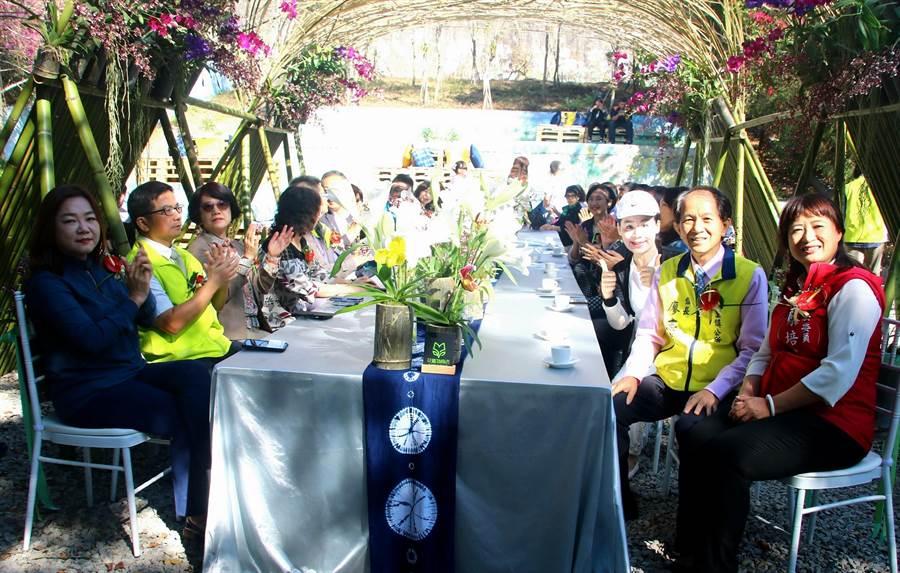 ▲埔里花卉秋季展正式開幕,嘉賓雲集,兩位立委馬文君(左)和蔡培慧(右)同時列席。(楊樹煌攝)