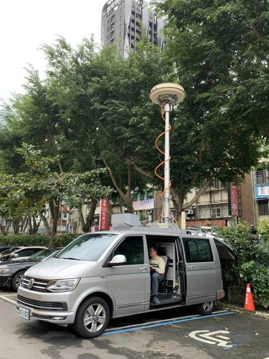 中油商請國家通訊傳播委員會出動電波定向監測車及電信警察在各考場協助監測異常電波。 (圖/中油提供)