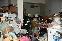 金門火警2人受困 消防從鄰居3樓救人