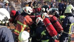 彰化火警百公斤婦人受困 6名打火兄弟合力扛救仍不治