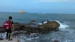 金山釣客受困礁石 新北消防局救援