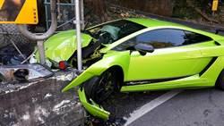 賠大了 租來藍寶堅尼車頭撞爛 駕駛忙遮車牌