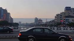 台南高空出現線雲奇景 南區氣象中心:陸風舉升海上暖濕空氣引起