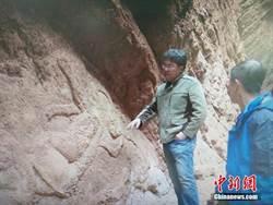 新疆庫車峽谷首次發現「飛天」浮雕壁畫