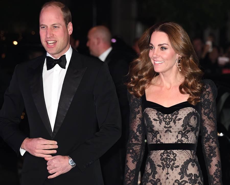 凱特與夫婿威廉王子11月18日在倫敦出席英國年度「皇家大匯演」(Royal Variety Performance)慈善晚會的畫面。(達志圖庫/TGP)