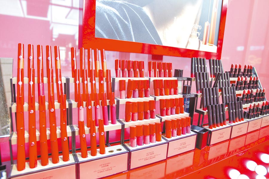 全球瞄準大陸美妝市場,圖為進博會Armani的口紅。(CFP)
