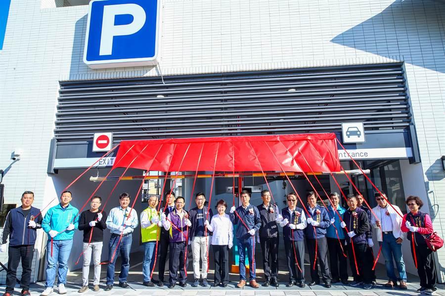 育英立體停車場將提供當地164席汽車位。(陳淑娥攝)