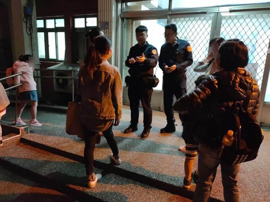 楊梅警方幫遊客找回愛車。(楊梅警分局提供/呂筱蟬桃園傳真)