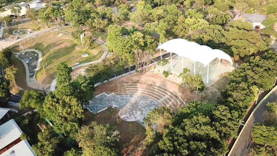 全台最大的清水岩溫泉露營區,3日露營區正式竣工,包括露天廣場、草皮和薄膜結構風雨球場,嶄新的設施美輪美奐。(城觀處提供/謝瓊雲彰化傳真)