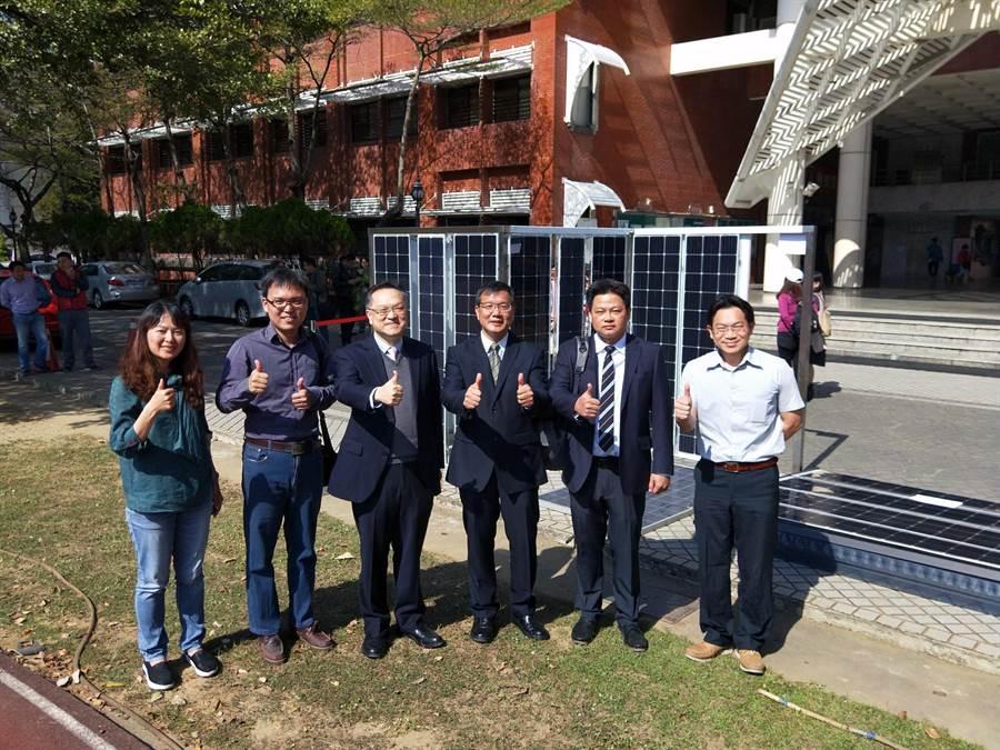 國立臺南大學綠色能源科技學系與太陽能源人才培育中心發表廢舊太陽能光電板完全回收再處理技術,可利用回收物料再製成「太陽光電牆體建材」,取代現有磚造牆體。(洪榮志攝)