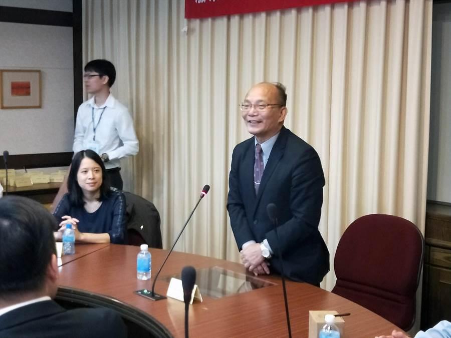 臺南大學校長黃宗顯希望藉由發表活動,讓高等教育在能源科技產業的努力及貢獻被各界看到。(洪榮志攝)
