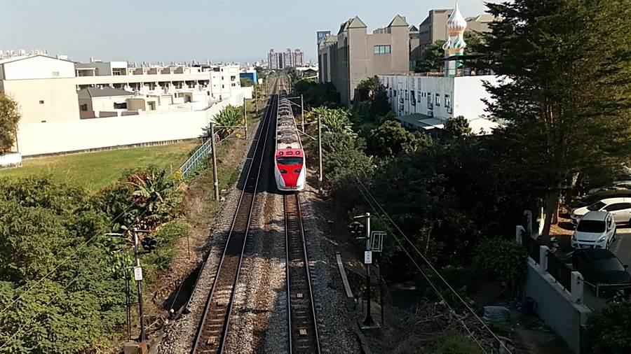 雲林縣斗六市鐵路高架化沿線兩側至少要徵收200間房子。(許素惠攝)