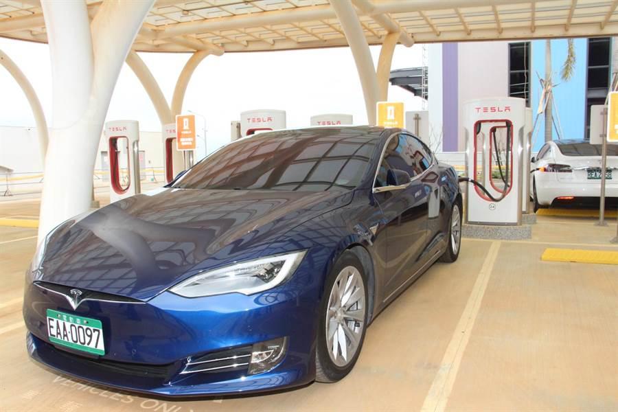 富田電機提供國際電動車第一品牌特斯拉電動車動力系統設備。(何冠嫻攝)