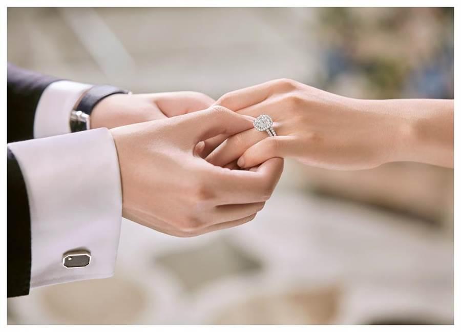 海瑞溫斯頓婚戒向來深受明星名人的歡迎,在年底結婚旺季推出新款婚戒。(HARRY WINSTON提供)