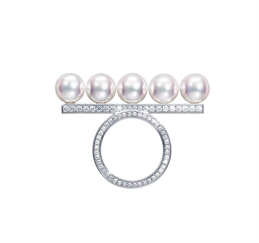 TASAKI balance diamonds pave 鑽石珍珠白K金戒指,40萬5000元。(TASAKI提供)