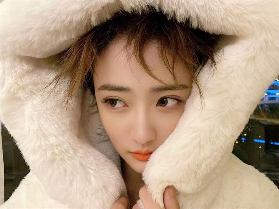 24歲大陸女星徐璐憑著清純可人的形象深受粉絲喜愛。(圖/摘自微博@徐璐LULU)