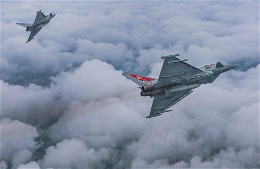 兩架英國皇家空軍「颱風」(Typhoon)戰機的資料照 (英國國防部)