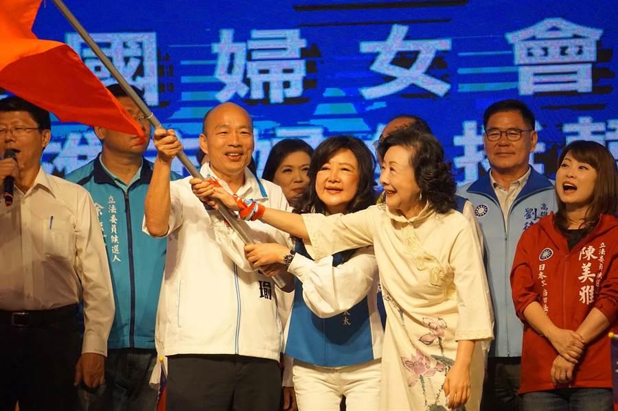 國民黨總統參選人韓國瑜今天成立全國婦女會,前台中市長胡志強夫人邵曉鈴擔任總會長。(柯宗緯攝)