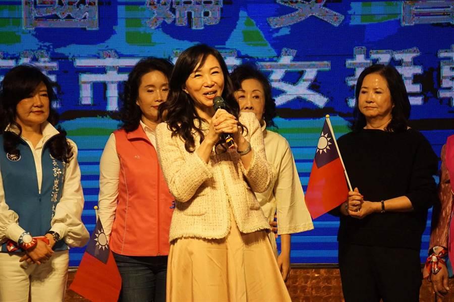 國民黨總統參選人韓國瑜的夫人李佳芬向黑韓者宣戰「不相信黑暗會戰勝光明」。(柯宗緯攝)