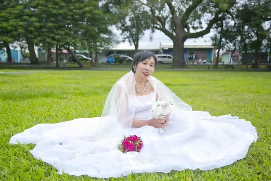 花蓮老人暨家庭關懷協會組長林香君表示,許多長輩年輕時經濟困頓,沒有婚禮儀式就步入生活當中,老了才深感遺憾。(花蓮老家協會提供/王昱凱花蓮傳真)(取得使用許可)