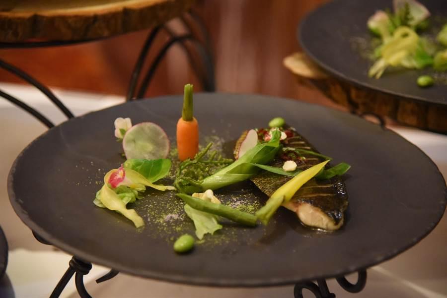 法式料理對於香料使用十分頻繁,但Loic卻被台灣的「馬告」吸引,大呼「沒聞過比它更香的香料」,對於台灣人熱情的待客之道也十分欣賞。(王昱凱攝)
