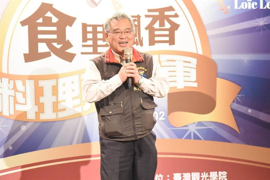 Loic對台灣新鮮的食材印象深刻。花蓮縣農業處長羅文龍表示,花蓮本就有良好的農業條件,有機農業近年蓬勃發展,相信在縣府與農民攜手合作下,花蓮將成為全台吃的最安心縣市。(王昱凱攝)