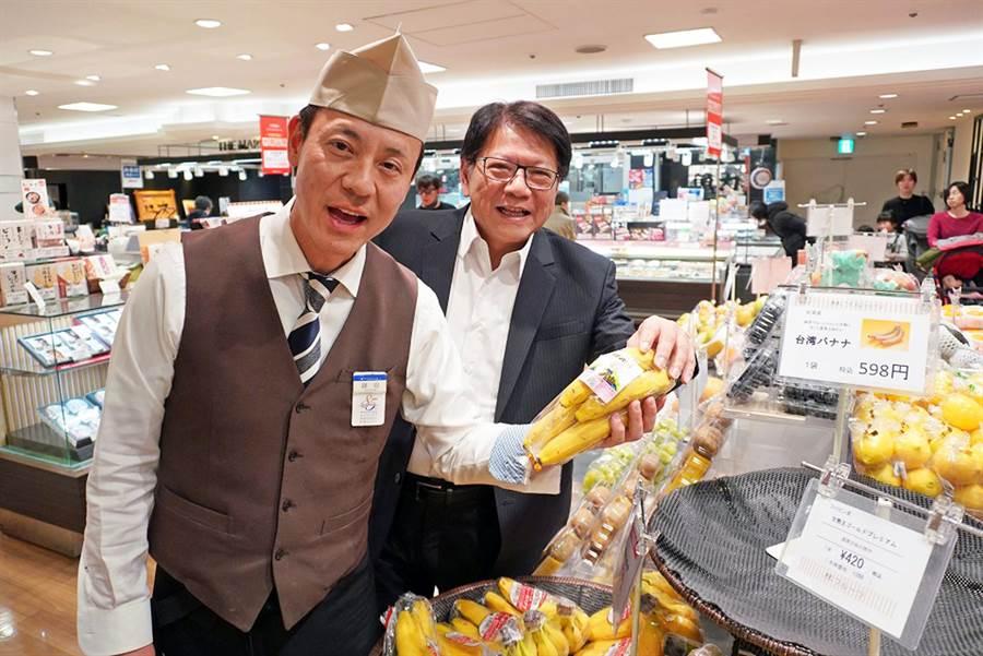 屏東縣長潘孟安(右)24小時鐵人行程,親赴東京視察台灣香蕉銷日情形。(屏縣府提供/林和生屏東傳真)
