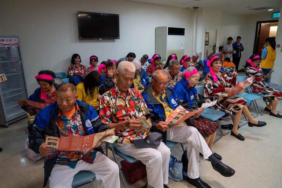 海豐社區發展協會是雲林縣唯一入圍「仙角百老匯」舞台秀的團體。(台塑企業提供/張朝欣雲林傳真)