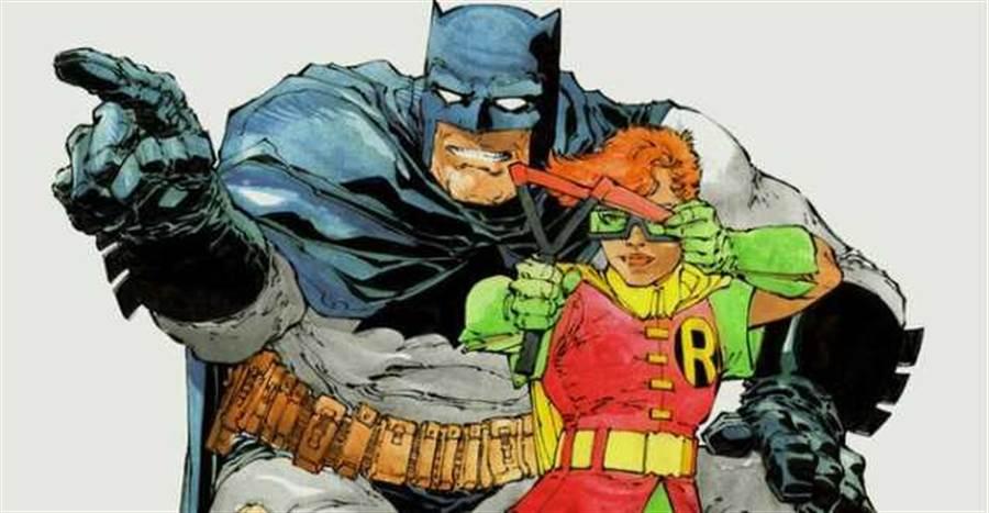 法蘭克‧米勒在1986年的作品「蝙蝠俠:黑暗騎士歸來」,設計了中年蝙蝠俠,與女羅賓凱莉。(圖/DC COMIC)