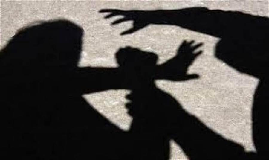 女童遭鄰居「阿伯」性侵留下後遺症痛不欲生。(示意圖/達志影像/shutterstock提供)