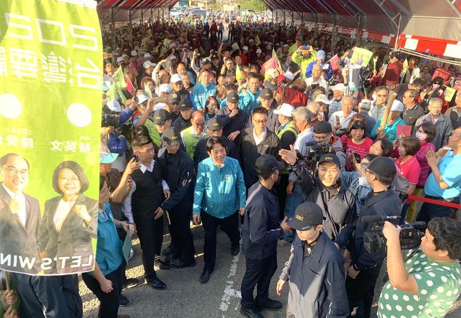 民進黨副總統參選人賴清德,受到民眾熱烈歡迎。(廖志晃攝)