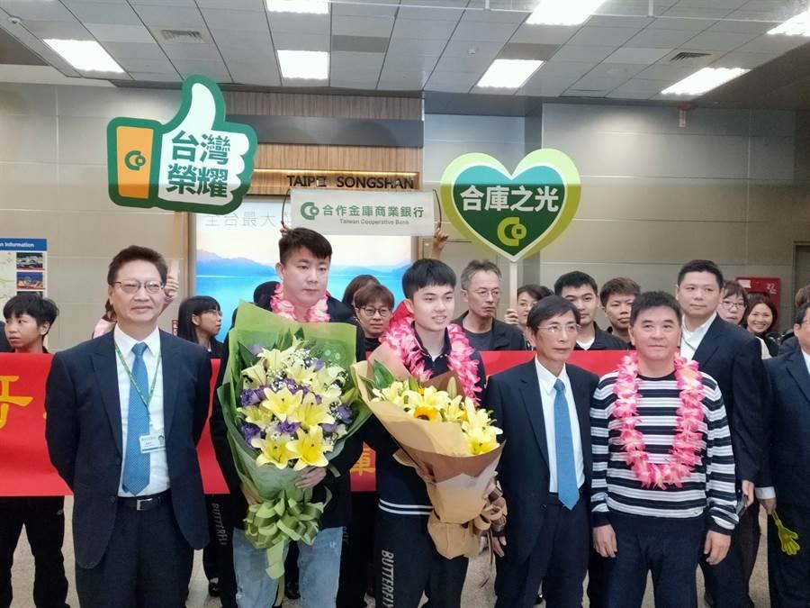 甫在世界盃拿到第三名,成為台灣第一人的桌球神童林昀儒風光返台。(黃邱倫)