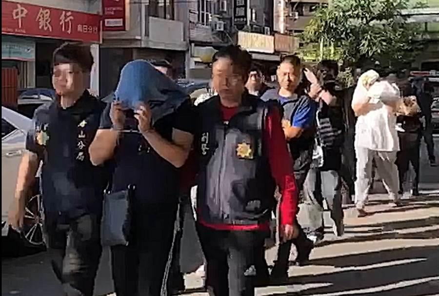 刑事局偵二大隊上月底破獲藏身台中的詐騙機房,逮捕陳等8名嫌犯。(警方提供/胡欣男台北翻攝)