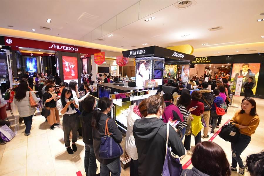 新竹SOGO周年慶上周四登場,前4天的業績大開紅盤,單店4天創下超過8億營收。(新竹SOGO提供/陳育賢新竹傳真)