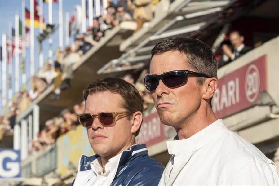 麥特戴蒙(左)與克里斯汀貝爾合演電影《賽道狂人》。(福斯提供)