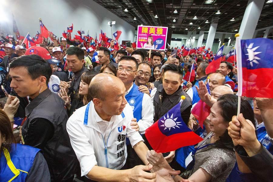 韓國瑜到場時受到各界代表夾到熱烈歡迎。(袁庭堯攝)