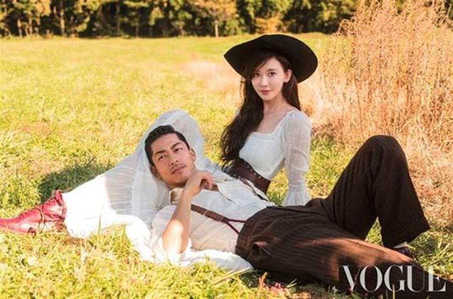 林志玲和Akira登上《VOGUE》12月刊封面,大聊相識相愛細節。(翻攝自voguetaiwan IG)