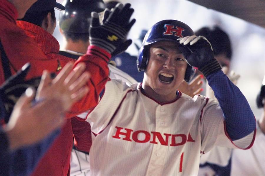 吉田叡生單場3安打,包含雙響炮、5分打點進帳,獲選單場MVP。(中職提供/廖德修台北傳真)
