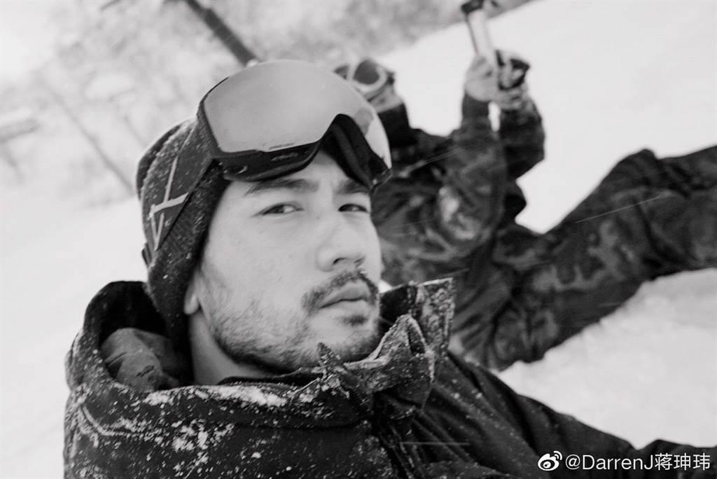 高以翔生前與好友一起去滑雪。(摘自蔣珅瑋微博)