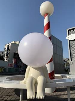 慘遭「斷頭」海安藝術街燈泡人 睽違一個月回來了