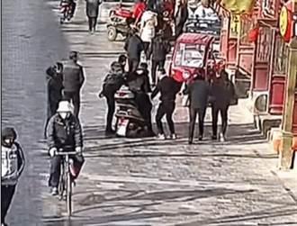 賊星該敗 「熱心」逃犯騎車載警抓自己