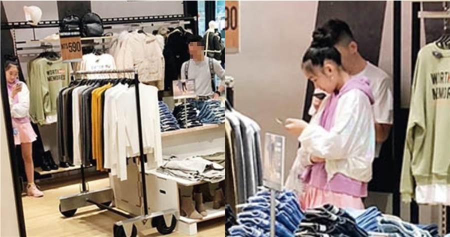 小S女兒逛街時專挑平價品牌,看見喜歡的衣服,會先試穿確認是否適合;Elly試穿時,Lily就在外面等候。(圖/讀者提供)