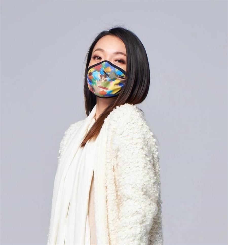 國內口罩大廠CSD中衛,與國內機能纖維布大廠「華楙生技」合作開發消臭機能布「PURAiR」,獨家運用在口罩最裏層。(中衛提供/台中馮惠宜傳真)